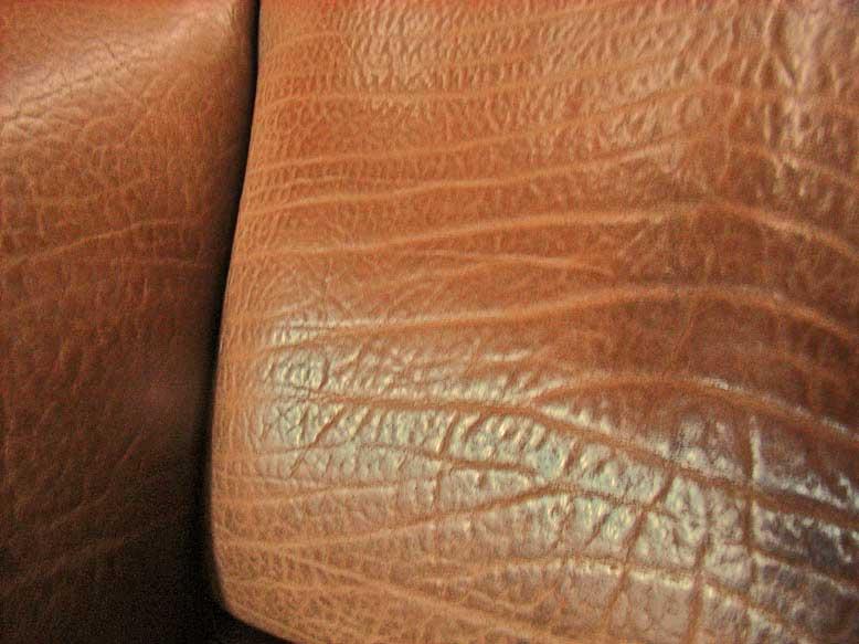 Le grain du cuir de veau est plus fin que celui du cuir de crocodile. eed051f1f83